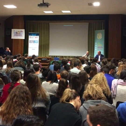 http://digitalmeet.it/wp-content/uploads/2015/12/digitalmeet-incontro-scuole-540x540.jpg