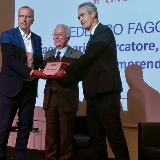 https://digitalmeet.it/wp-content/uploads/2015/12/Il-Rettore-Rosario-Rizzuto-e-il-founder-di-Digitalmeet-Gianni-Potti-consegnano-lAward-2017-a-Federico-Faggin-540x540.jpg